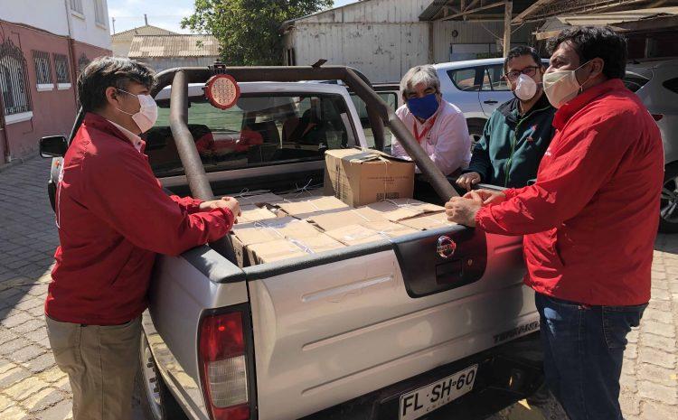 Funcionarios de la Seremi de Agricultura y servicios del agro hacen donación a adultos mayores