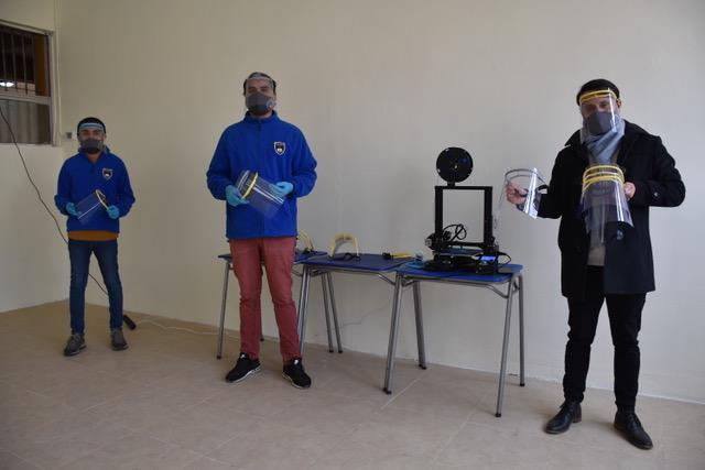Escuela Valle del Choapa confecciona protectores faciales con impresora 3d de última tecnología.