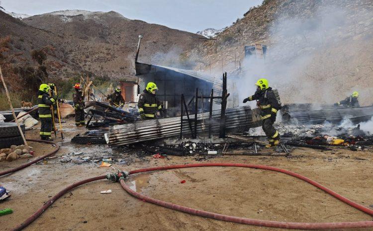 Incendio consumió la totalidad de una vivienda en Illapel