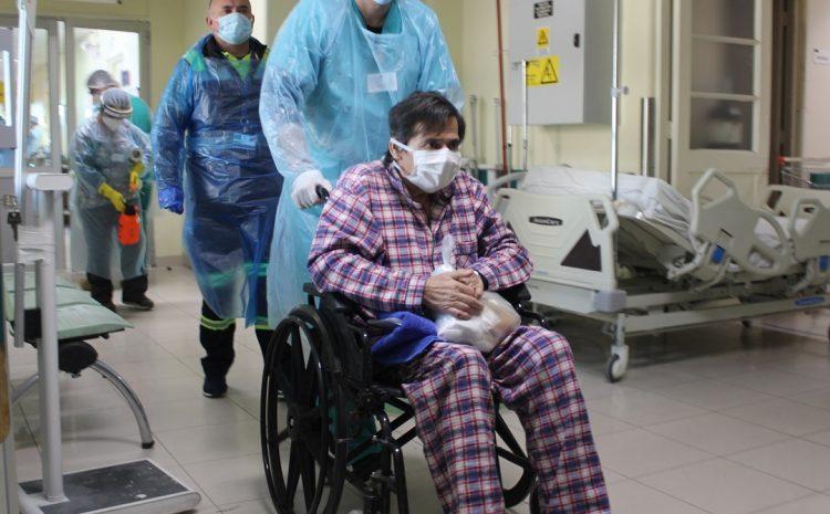 Paciente con COVID-19 regresa a la capital tras haber evolucionado en La Serena