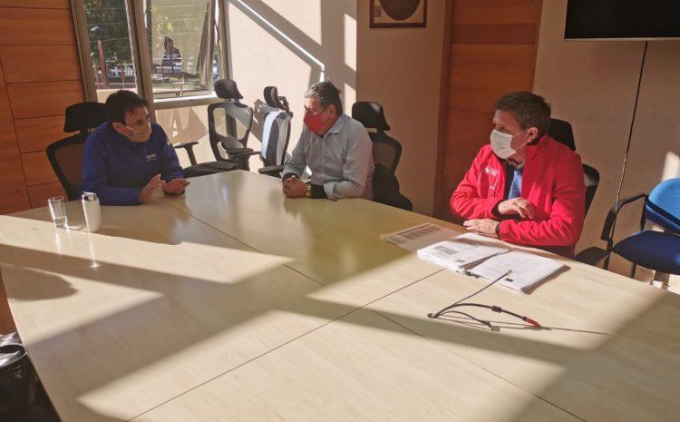 Alcalde y comités de viviendas de Illapel se reunieron con  director regional del Serviu