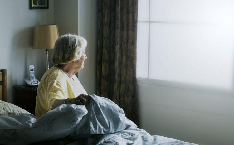 Gobierno levanta restricciones para desplazamiento de adultos mayores de 75 años
