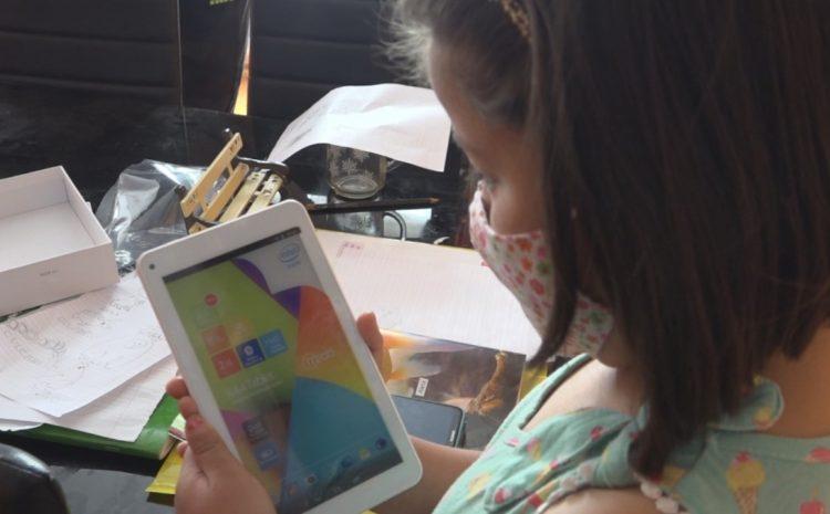 Escuela Las Palmeras de Limáhuida entrega tablet a los alumnos  sufren problemas de conectividad