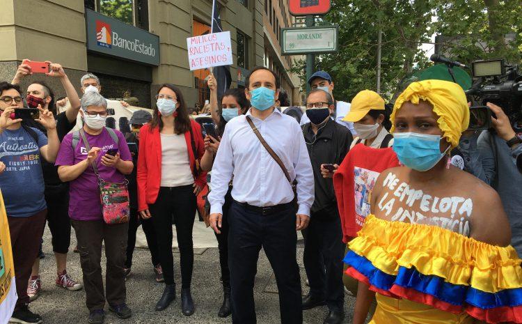 Frente a La Moneda exigieron justicia para Romario Veloz