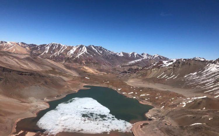 Sobrevuelo por cordillera de Choapa muestra que aún queda nieve y agua en lagunas del sector