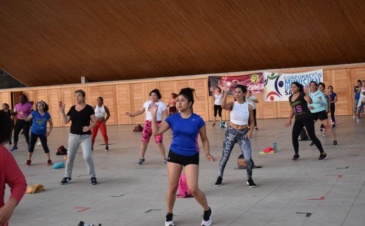 Mas  de mil personas realizan actividad física en el plan paso a paso en Salamanca