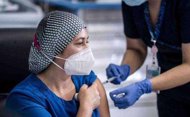 TENS del Hospital Sótero del Río fue la primera vacunada contra el COVID-19 en Chile
