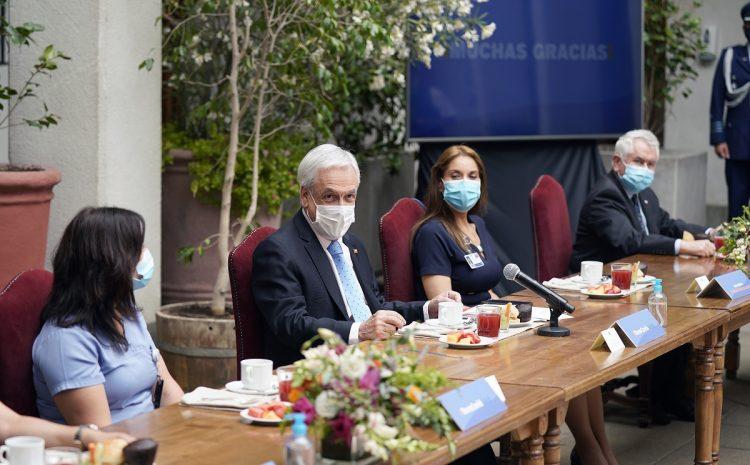 Presidente Piñera anuncia promulgación de bono para personal de la salud por pandemia de Covid-19