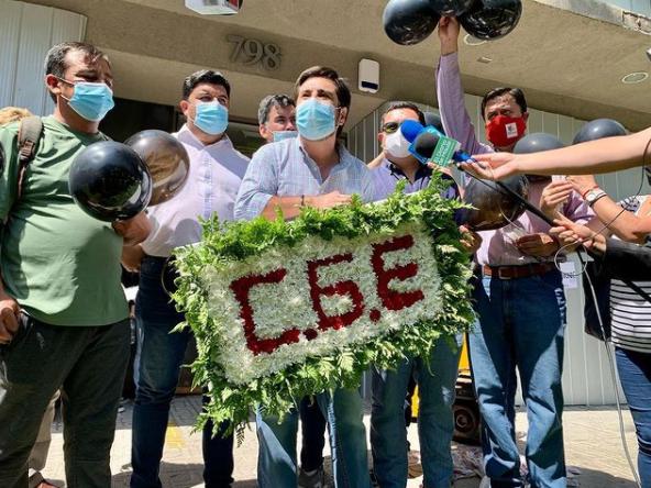 """""""Esto no da para más"""": Alcaldes piden al Presidente fin de la concesión eléctrica a CGE"""