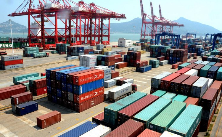 Asociación internacional de portuarios amenaza con bloqueo mundial de cargas provenientes de Chile