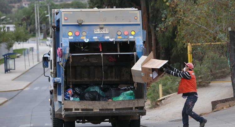 Trabajadores recolectores de la basura recibirán un poco mas 1 millón de pesos gracias al «Bono Aseo»