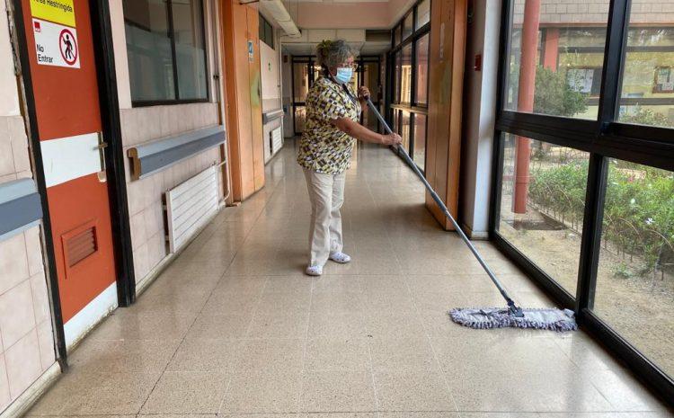 """Auxiliares de servicio: la otra """"primera línea"""" del Hospital de Los Vilos"""