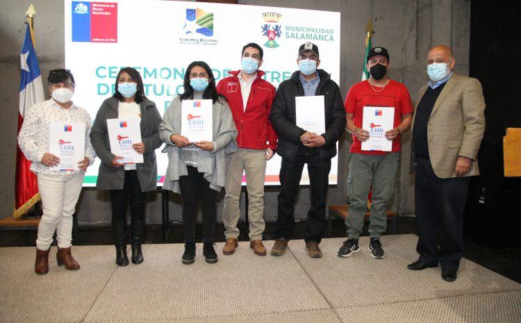 50 títulos de dominio se entregaron a familias de Salamanca por parte del Ministerio de Bienes Nacionales