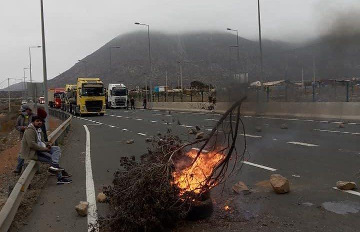 Pescadores artesanales levantan barricadas en diferentes puntos de la región
