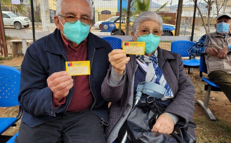Con los adultos mayores inician vacunación de la dosis de refuerzo para el Covid