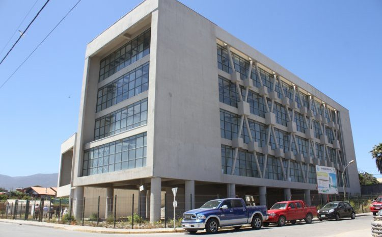 Municipalidad de Los Vilos firma contrato de obras civiles para edificio consistorial